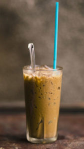 iced-coffee-straw